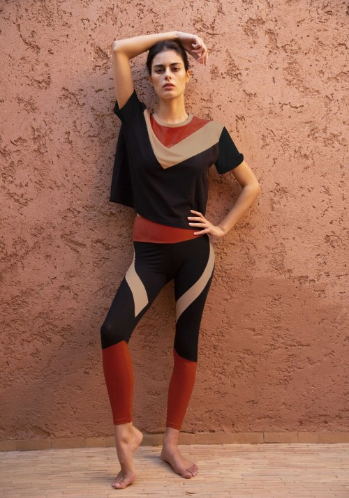PEARL Tricolored asymmetrical cropped t-shirt with short sleeves -  Active wear